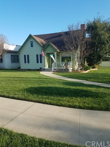 CHARMING 1927 CRAFTSMAN BEAUTY, CORNER PROPERTY (8235 SQFT.)  IN THE PRESTIGIOUS LINCOLN PARK HISTORICAL AREA, A COZY TWO STORY WITH 2514 SQFT. OF LIVING SPACE. GROUND FLOOR FEATURES TWO KING SIZED BEDROOMS, ONE FULL BATH, FORMAL DINING ROOM, LIVING ROOM WITH WOOD BURNING FIREPLACE, OFFICE, KITCHEN AND SERVICE PORCH. CROWN MOULDING THROUGHOUT. ALL ORIGINAL OAK  FLOORING AND CUSTOM LIGHTING THAT IS PERIOD CORRECT. THE 900 SQFT. UPPER FLOOR IS THE MASTER BEDROOM SUITE WITH  A FULL BATH FEATURING JACUZZI TUB AND SHOWER WITH A ROOM SIZED WALK IN CLOSET. THE FRESHLY PAINTED EXTERIOR INCLUDES BLOCK WALLS AROUND THE BACKYARD, COVERED PATIO,  TWO STORAGE SHEDS, ORIGINAL INCINERATOR, TWO CAR DETACHED GARAGE WITH LOFT AND TWO ORIGINAL NAVEL ORANGES TREES. FRONT AND SIDE YARDS  WITH AUTOMATIC SPRINKLERS AND BACKYARD WITH MANUEL SPRINKLERS. SOLAR ELECTRIC PANELS (LEASED) AND SOLAR SCREENS HAVE BEEN INSTALLED.
