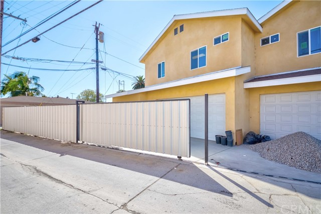 **BRAND NEW Construction, NEVER-BEEN-LIVED-IN, Turn Key condition, and MOVE-IN READY, detached Extended Duplex Home located in North Long Beach. **Very private Single-family home with extended and large family** Attached 2 car garage with automatic sliding metal gate fence **high ceiling**First floor consists of 2 bedrooms and 2 bathrooms, kitchen, front yard & back yard, attached 2-car garage. Second floor consists of 3 beds and 3 baths and living room, which consists of Master bedroom and bath, and seprate in-suit master bed and bath. ** Fantastic Designed Kitchen: White Cabinets and quartz counter top, Stainless Steel Appliances, 4 Burner Cooktop and vent hood, and convenient Laundry Room at first floor in garage. Only minutes to 710 and 91 Freeways! Don't wait for this exciting opportunity to rent a home in the beautiful North Long Beach.