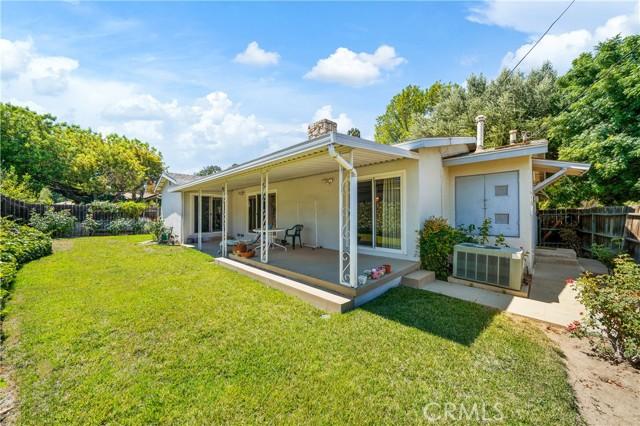 39. 23800 Tiara Street Woodland Hills, CA 91367