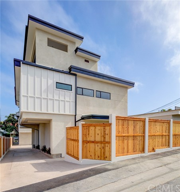 530 Avenue C, Redondo Beach, California 90277, 3 Bedrooms Bedrooms, ,3 BathroomsBathrooms,Townhouse,For Sale,Avenue C,SB19169055