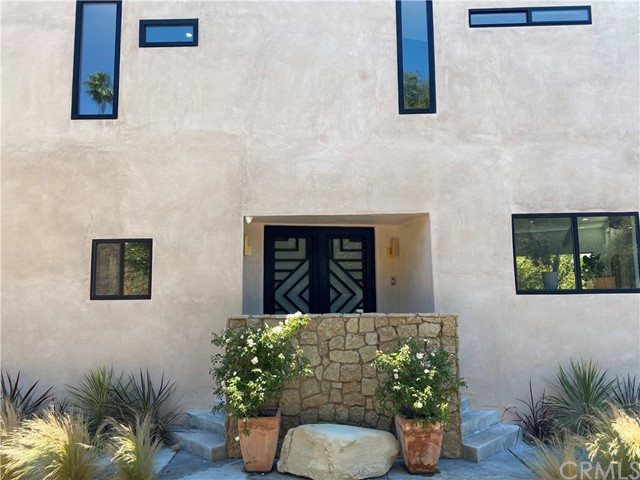 7. 2743 Laurel Canyon Boulevard Los Angeles, CA 90046