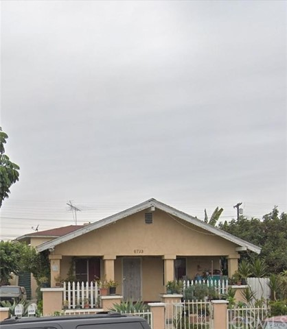 6723 Makee Avenue, Los Angeles, CA 90001