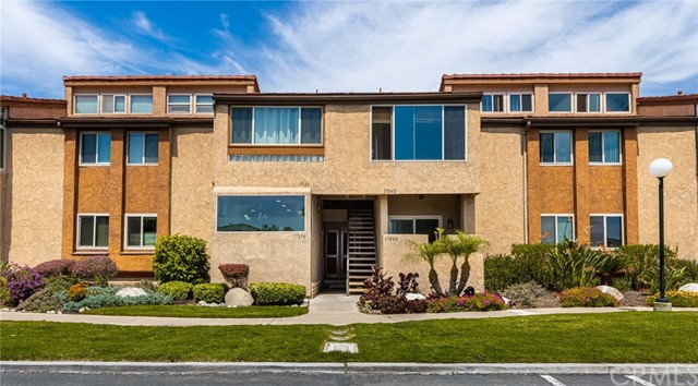 17036 Bluewater Ln, Huntington Beach, CA 92649 Photo
