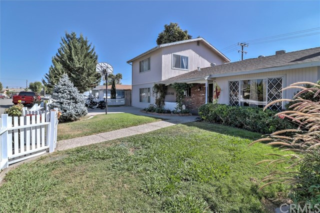 2323 W Cambridge Avenue, Visalia, CA 93277