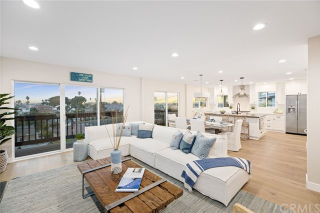 Lovely open concept living with pano views