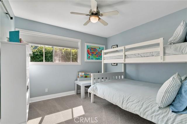 Secondary bedroom.