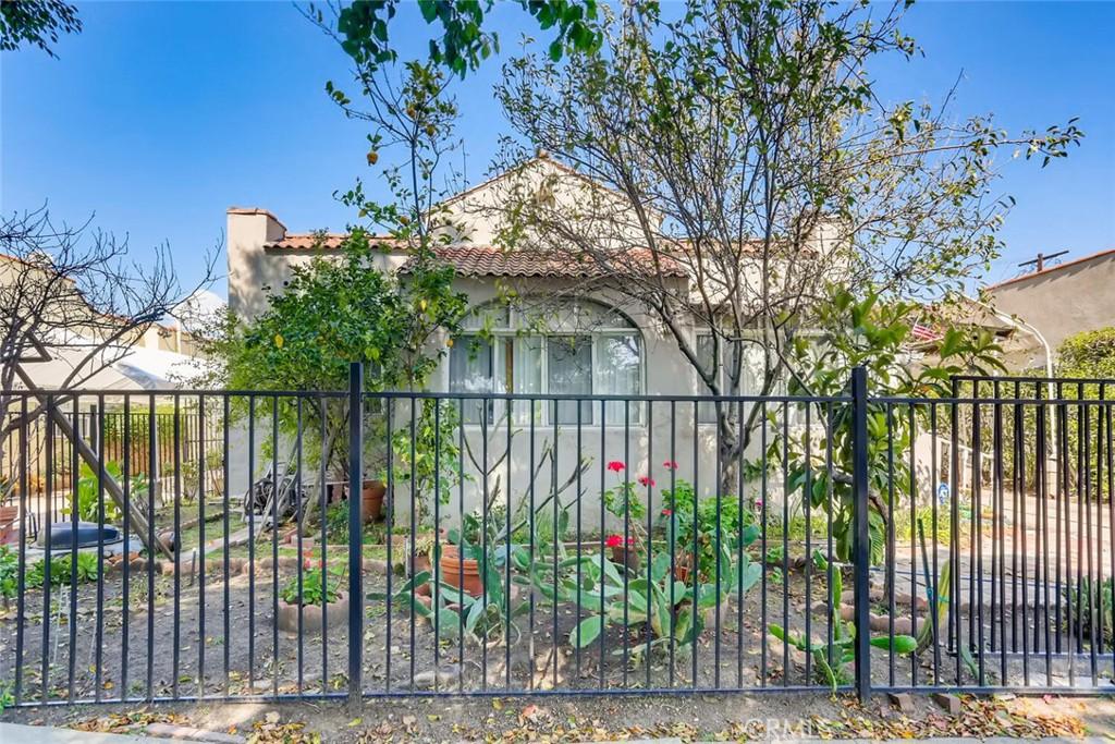 6615     Willoughby Avenue, Los Angeles CA 90038