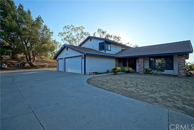 17695 Mockingbird Hill Circle, Riverside, CA 92504