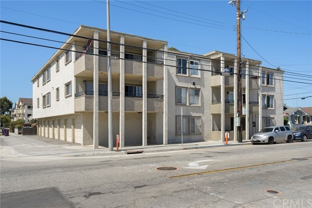 2901 East 10th Street is a 16-unit multifamily investment property located in Long Beach, one of the premier housing markets in Southern California. Situated on a 0.21-acre lot, 2901 East 10th Street offers studio, one, two, and three-bedroom units and includes amenities such as controlled access, security doors, private balconies (select units), garage parking for additional rent, and on-site laundry. Current ownership has renovated 68% of the units and these capital improvements include new flooring, cabinets, countertops, light fixtures, paint, hardware, and shower enclosures.