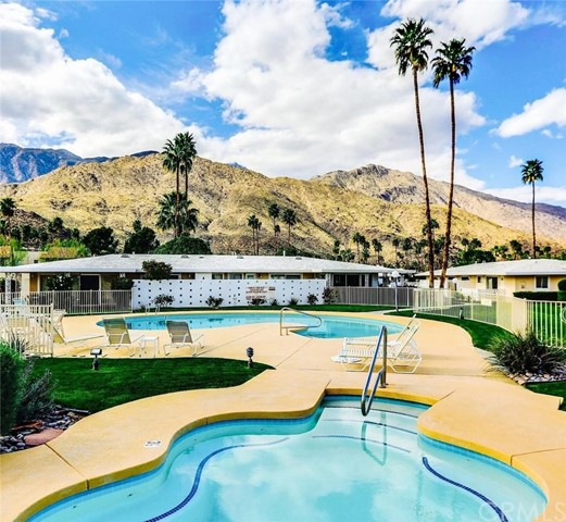 Royal Oaks Apartments Palm Desert: Canyon Country Club Colony