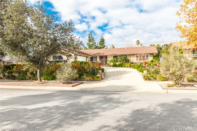 3869 Shelter Grove Drive, Claremont, CA 91711