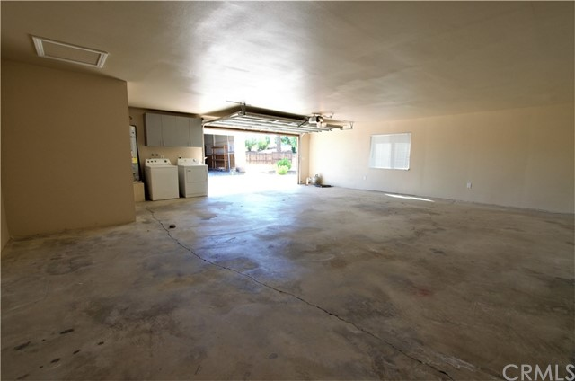 Over sized Garage with laundry