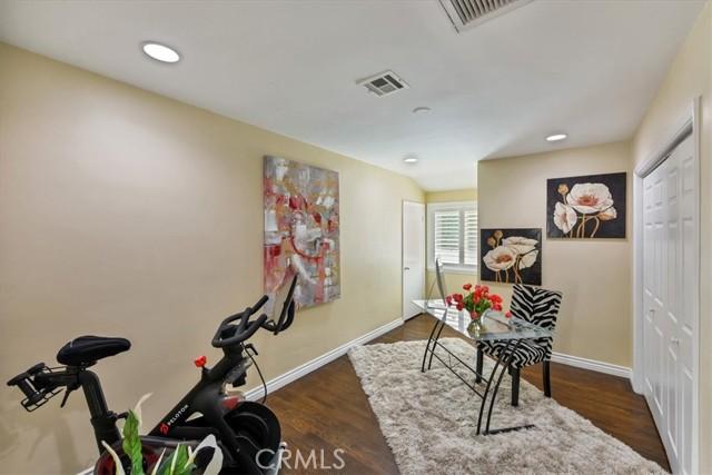 31. 566 W 11th Street Claremont, CA 91711