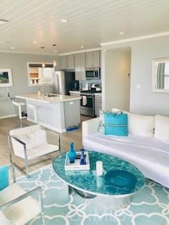 2801 Bayview Drive A, Manhattan Beach, California 90266, 2 Bedrooms Bedrooms, ,1 BathroomBathrooms,For Rent,Bayview Drive,SB19136192