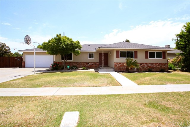 2817 W Sussex Way, Fresno, CA 93705