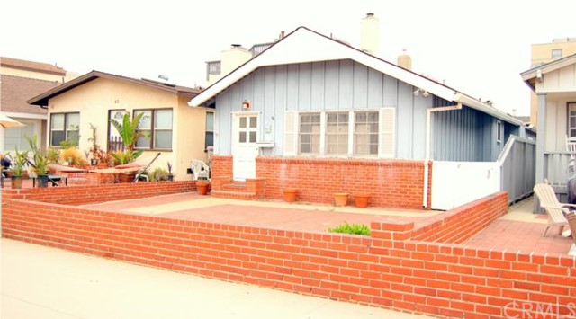 49 7th Street, Hermosa Beach, California 90254, 4 Bedrooms Bedrooms, ,1 BathroomBathrooms,For Sale,7th,S10067459