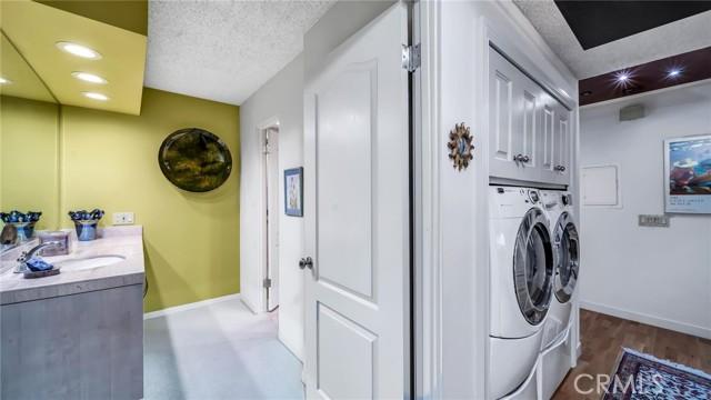 3200 La Rotonda Drive, Rancho Palos Verdes, California 90275, 2 Bedrooms Bedrooms, ,1 BathroomBathrooms,Condominium,For Sale,La Rotonda,PV21056150