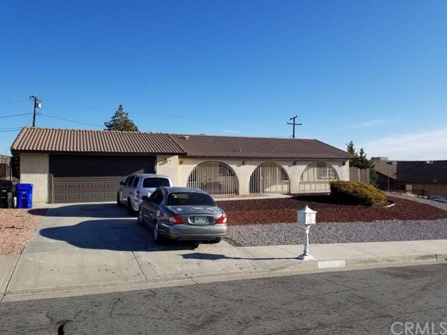 14343 Woodland Dr, Victorville, CA 92395