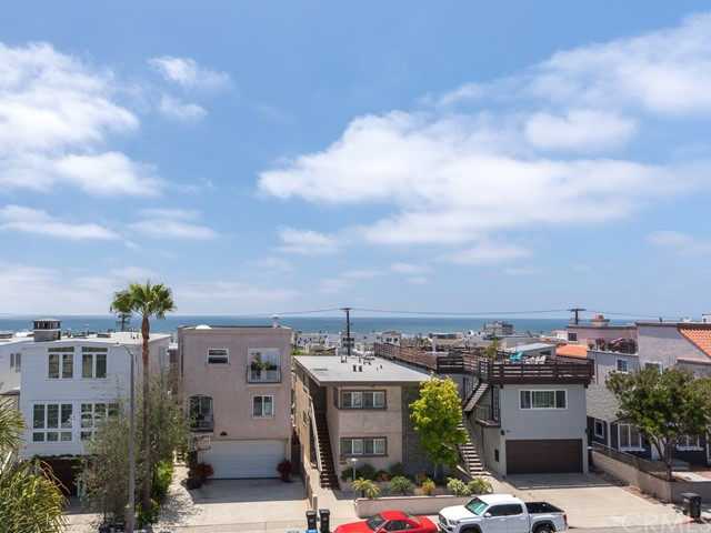 240 Monterey Boulevard, Hermosa Beach, California 90254, 3 Bedrooms Bedrooms, ,2 BathroomsBathrooms,Townhouse,For Sale,Monterey,SB19037941
