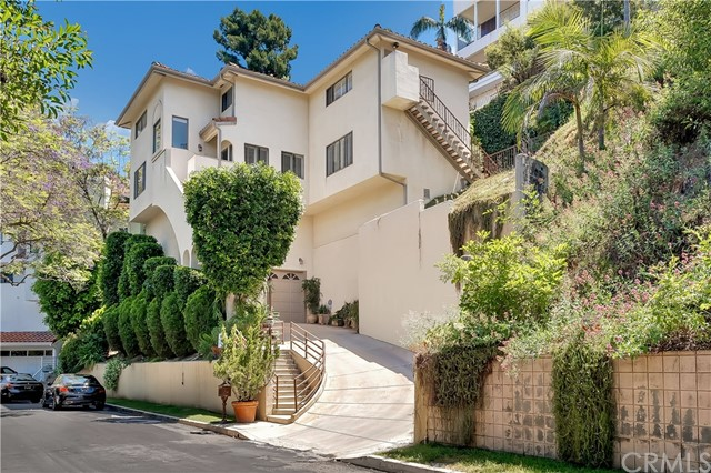 Photo of 3286 N Knoll Drive, Hollywood Hills, CA 90068