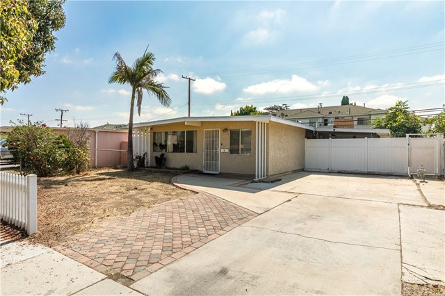 11870 206th Street, Lakewood, CA 90715