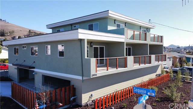 Single level 1 bed/1 bath unit on the left. Other 2 units are 3 bed/2 bath. Ocean views from all units!