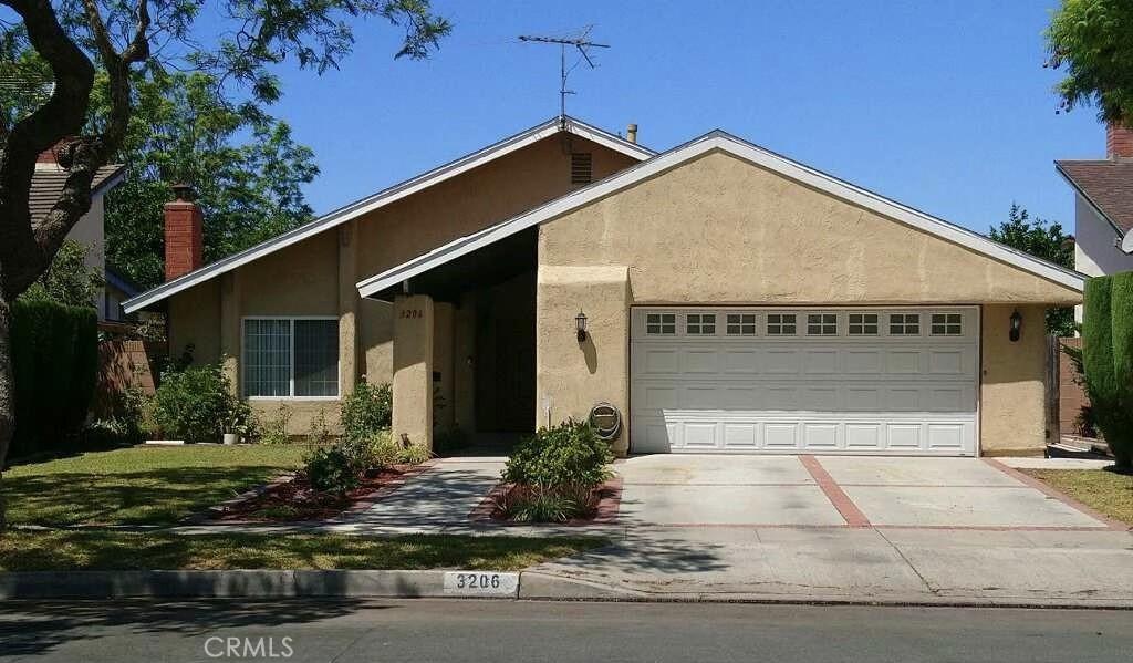 3206   S Diamond Street, Santa Ana CA 92704
