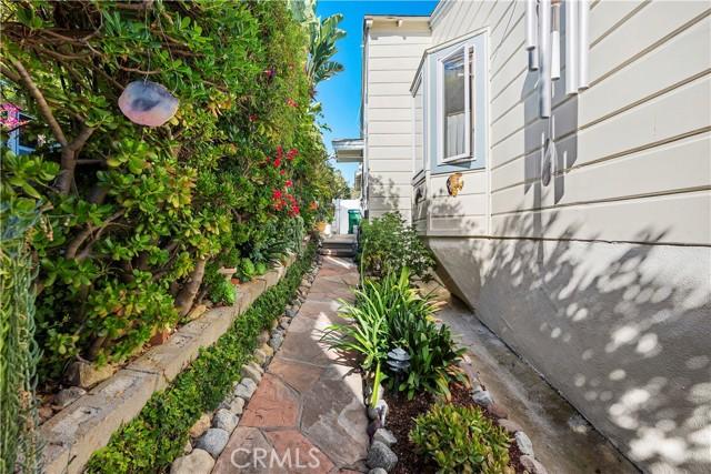 29. 575 Blumont Street Laguna Beach, CA 92651
