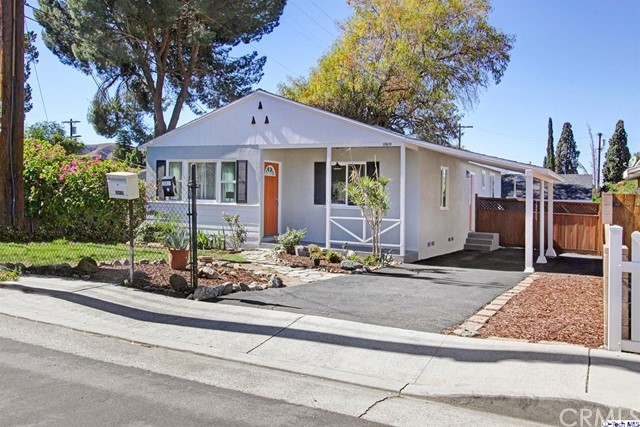 10819 Scoville Avenue, Sunland, CA 91040