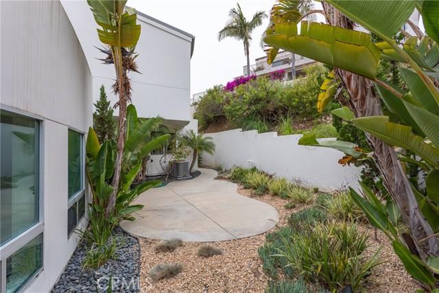 31. 600 LORETTA Drive Laguna Beach, CA 92651