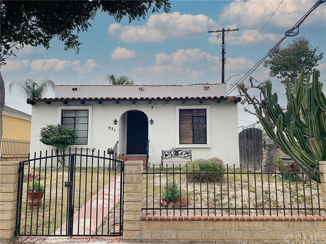 Burbank this Spanish style home has a lot of charm and character, it offers 2 bedrooms and 2 bathrooms, a spacious living room, and bedrooms, exposed beams, large backyard. It needs TLC.