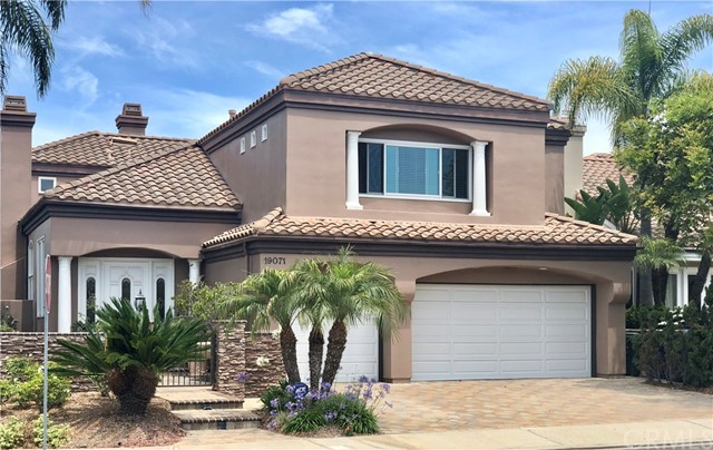 19071 Stonehurst Lane, Huntington Beach, CA 92648