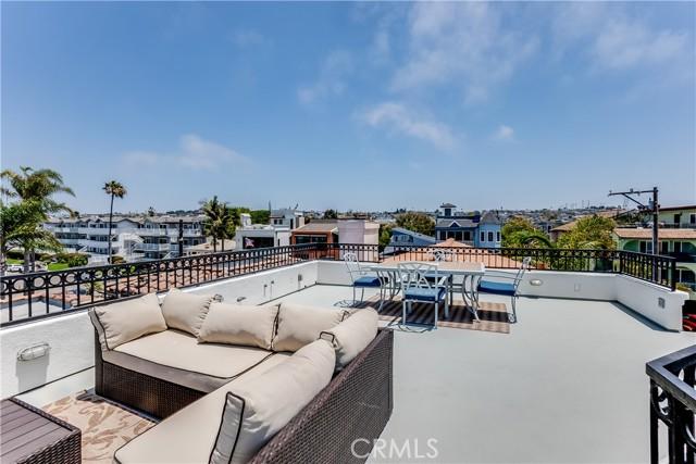 8. 341 Monterey Boulevard Hermosa Beach, CA 90254