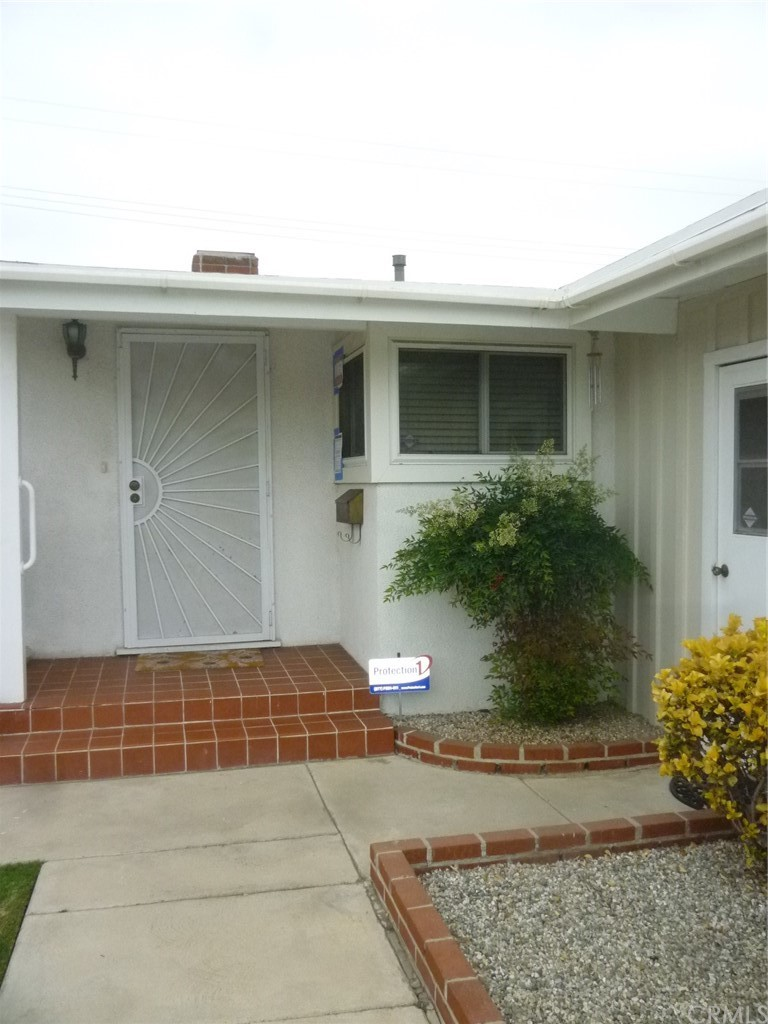 Well maintained mid-century modern home with beautiful landscaping walking distance to Nijiya Plaza.