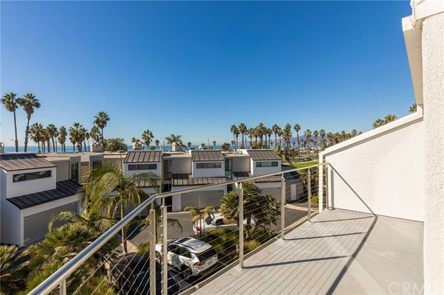 Perfectly located end-unit townhome in the beachfront Sea Colony complex in Santa Monica. This townhome sits behind the beach units and has ocean, sand and whitewater views from the top level. Short distance to shops and restaurants and overlooks the manicured grounds of Ocean View Park. This multi-level town home features a fire place, large windows, an oversized balcony patio and a bonus area perfect for an office or play room. 24 hour security for the community. There are public tennis courts adjacent. Main Street's shops, restaurants, galleries and the Sunday farmers market close by to enjoy. Trust sale not subject to court confirmation. Please see agent remarks for offer protocal.