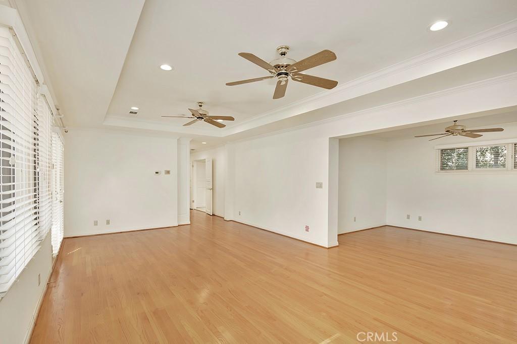 房产卖价 : $418.00万/¥2,876万