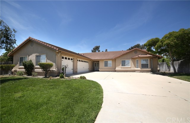 425 Mooncrest Lane, Santa Maria, CA 93455