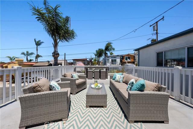 30. 906 3rd Street Hermosa Beach, CA 90254