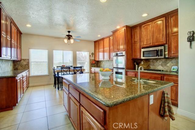 8395 Joshua Rd, Oak Hills, CA 92344 Photo 6
