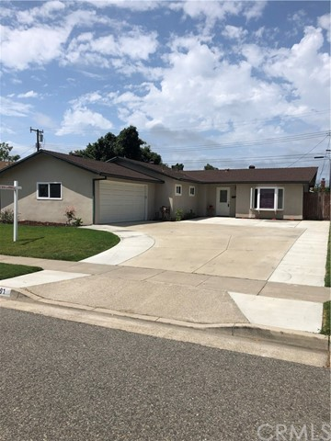 15891 Feola Circle, Huntington Beach, CA 92647