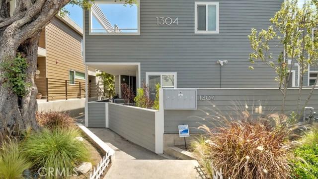 1304 12th Street D, Manhattan Beach, California 90266, 2 Bedrooms Bedrooms, ,1 BathroomBathrooms,For Sale,12th,SB18106777
