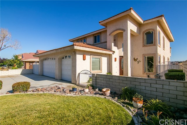 18065 Lakeview Drive, Victorville, CA 92395