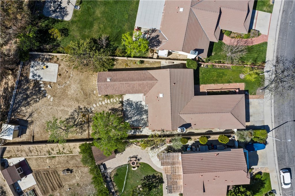 28118     Florence Lane, Canyon Country CA 91351