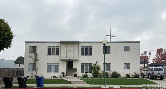 920 Marine St. is a value-add fourplex with an incredible unit mix located in prime Santa Monica, CA. The property is a garden-style apartment complex built in 1967. The building is +/- 3,930 square foot building on +/- 5,680 square foot lot, zoned SMR2 and comprised of 1 (2+1), 1 (2+1.5) and 2 (3+2) units. Building construction is of wood frame with a flat roof and painted stucco exterior.  Recent capital expenditures include a new roof and turf. Building amenities include tandem parking, rear balconies (2nd floor units only), & bicycle parking. Units are spacious, offering plenty of cabinet space and second floor units offer high ceilings with exposed wood beams and rear balconies with view.   Currently, management is holding unit #2 which is a two-bedroom, one- half bath and unit #4 which is a three-bedroom, two-bath vacant. These units may be delivered vacant at the close of escrow depending on timing and terms for closing.   Aesthetically, the property offers beautiful curb appeal and is well maintained.