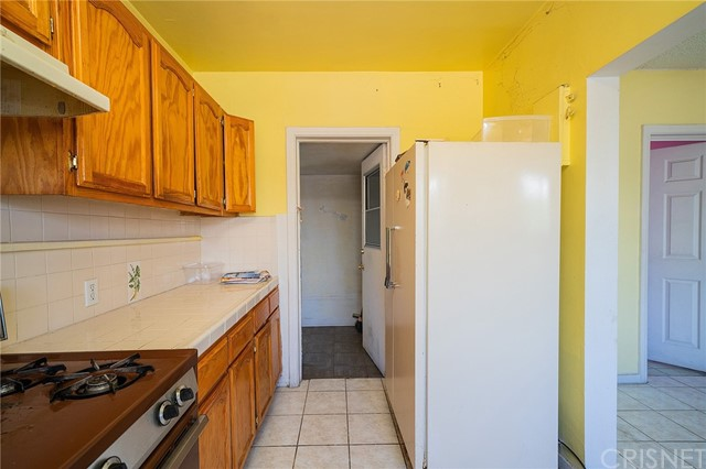 7. 1037 Mott Street San Fernando, CA 91340