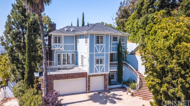 2519 Chislehurst Place, Los Angeles, CA 90027