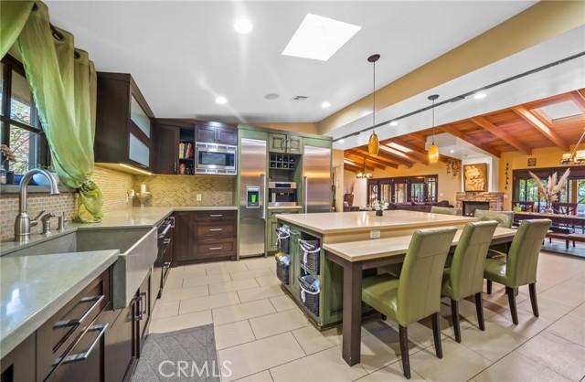16. 5511 Fenwood Avenue Woodland Hills, CA 91367
