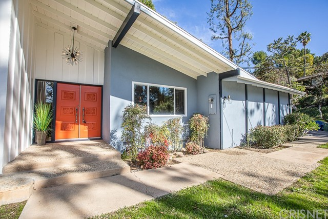 Photo of 4700 Poe Avenue, Woodland Hills, CA 91364