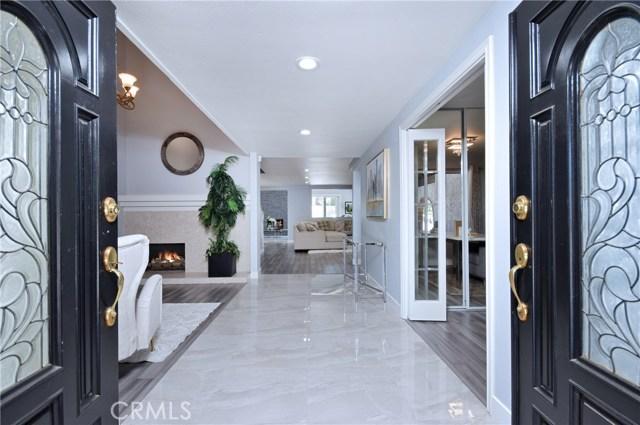 6300 Royer Avenue, Woodland Hills, CA 91367