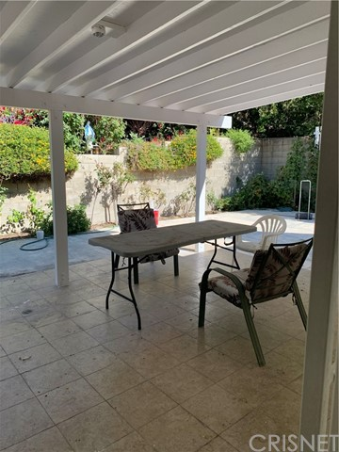 22762 Avenue San Luis, Woodland Hills CA: https://media.crmls.org/mediascn/109a298b-ae71-4e14-9a47-59b10ea40672.jpg